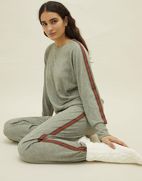 pantalón cinta lateral tejido suave
