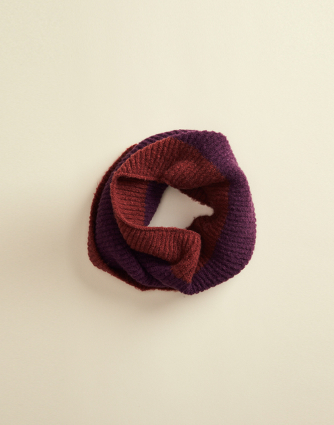 contrast round scarf