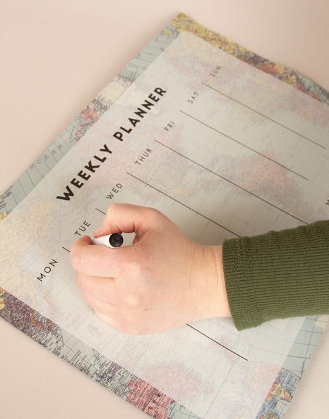 magnetic week planner with marker