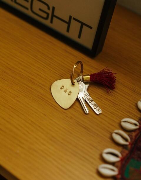 porte-clés pompon grenat