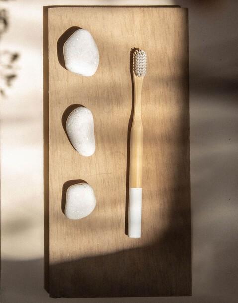 spazzolino da denti in bambù