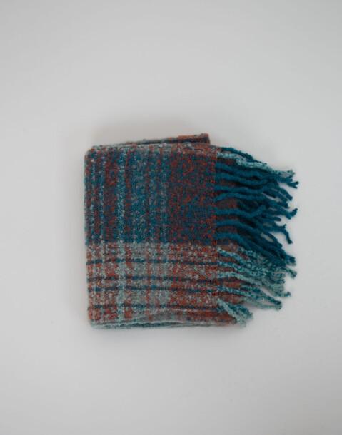 weicher pastellfarbener schal mit karomuster