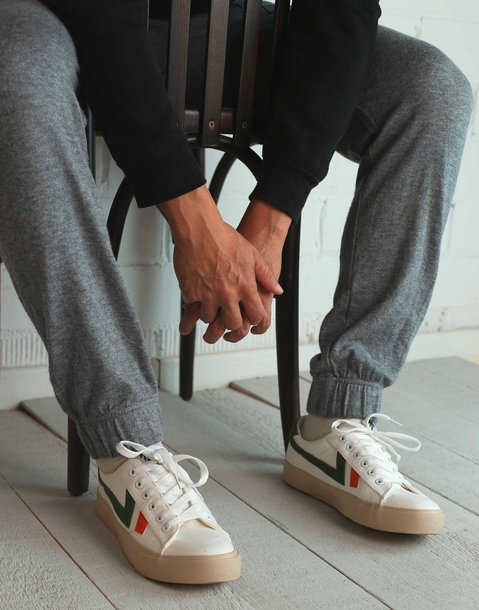 men's white sneakers with stripes