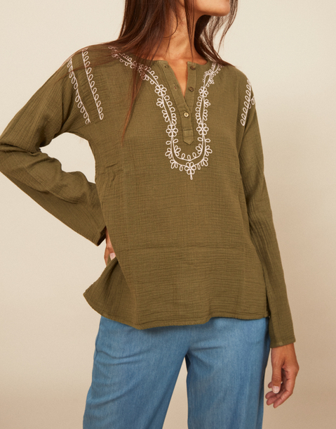 chain flower embroidered shirt