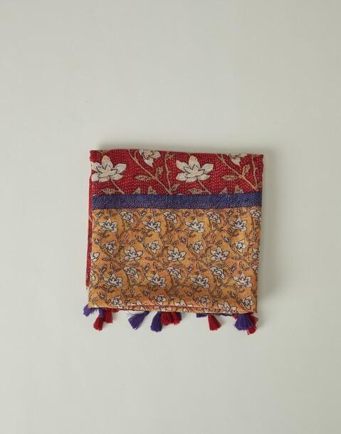 mit gudri-blumen bedruckter foulard