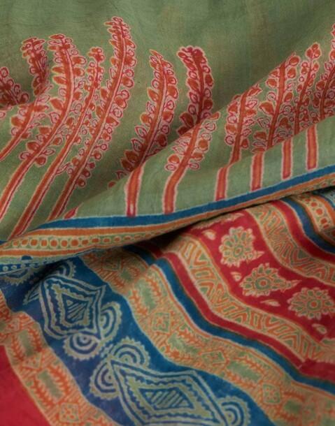 wide trim scarf