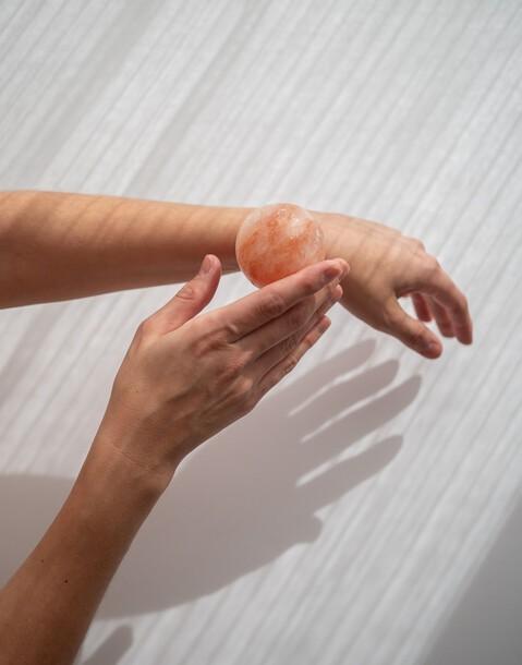 2 massage salt balls