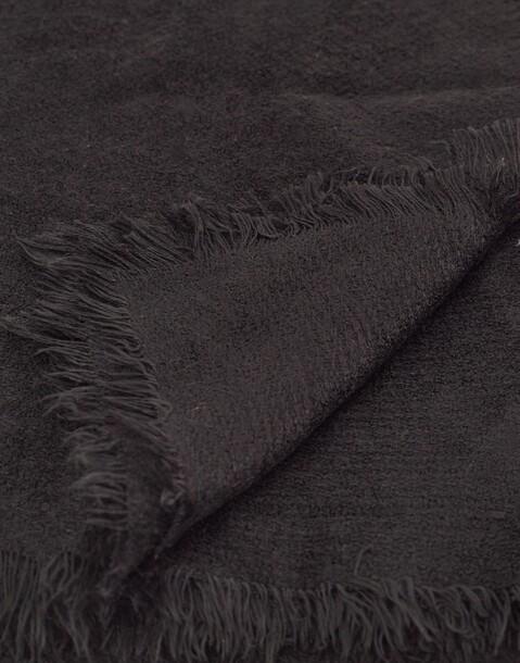 raw-cut scarve