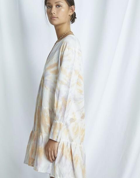 vestido orgánico tie-dye cortes