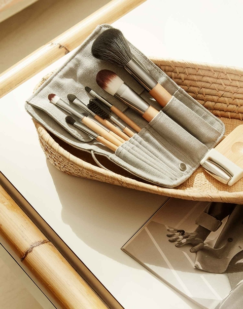 set of 8 makeup brushes