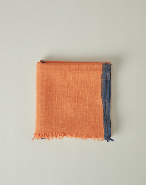 rustic scarf with contrasted trim