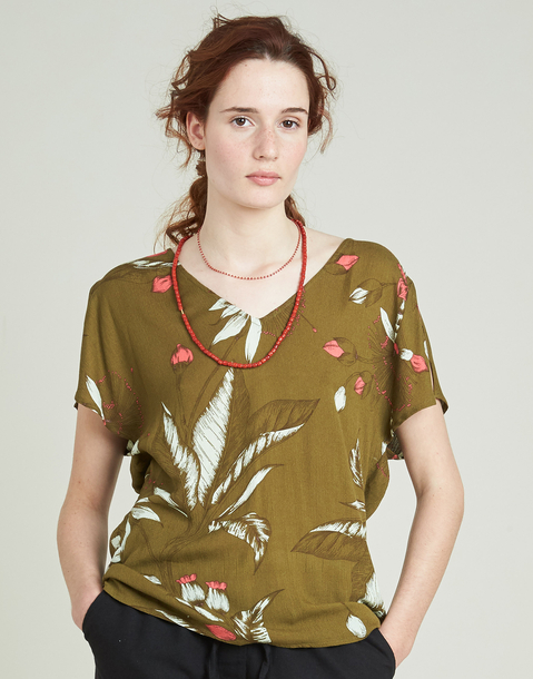 elastic waist t-shirt