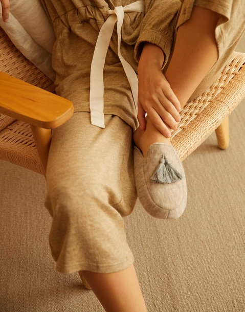 pompom slipper