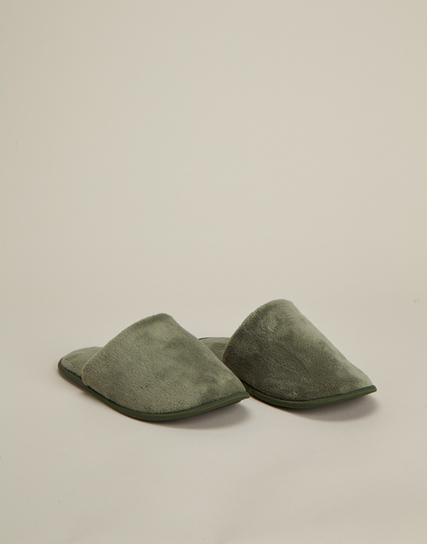 basic slipper for men