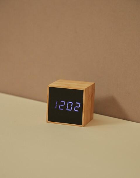 reloj despertador cubo