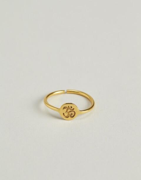 anillo omm baño de oro