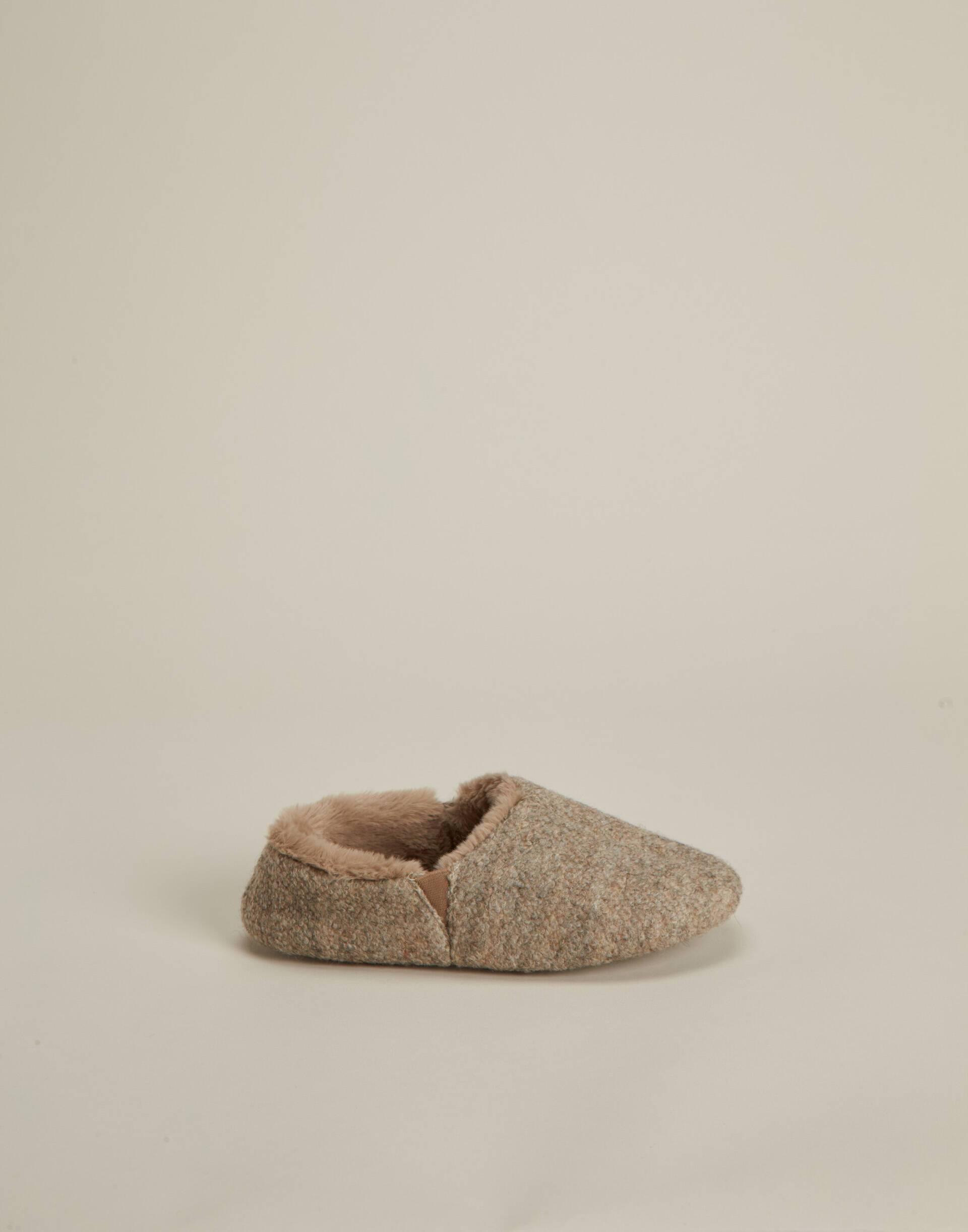 Zapatilla cerrada lana
