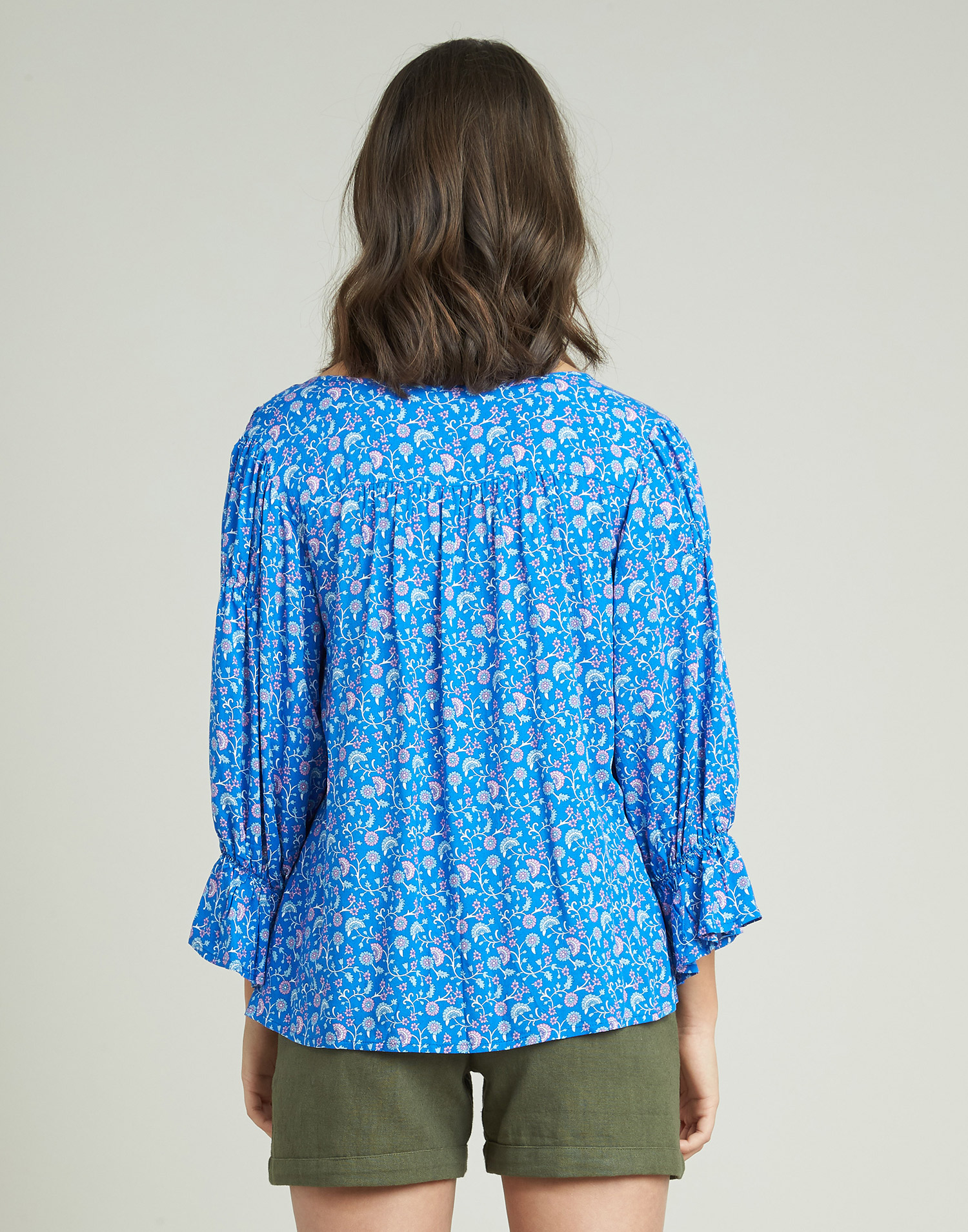 Flower print shirt with cuffs