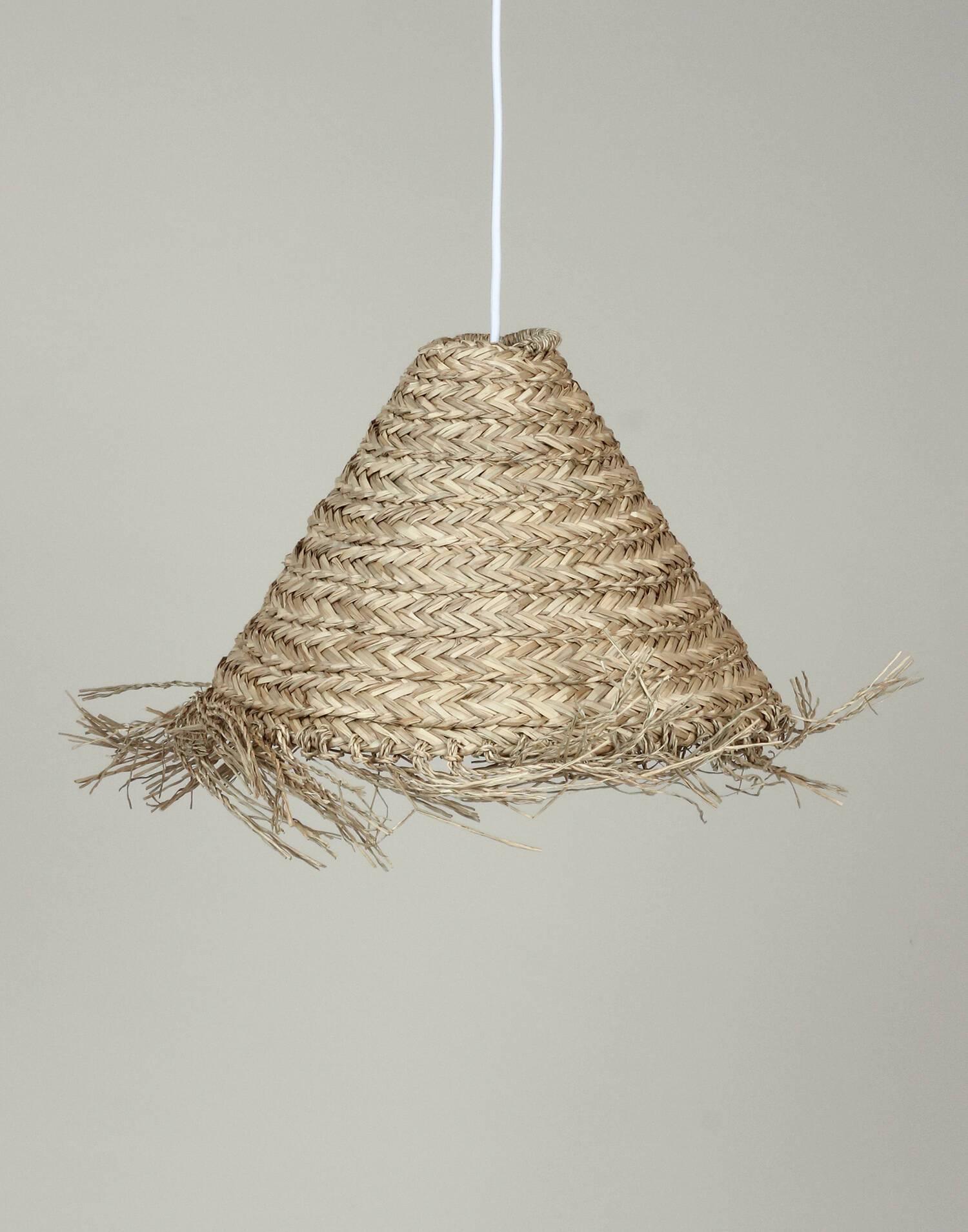 Cabrin-shaped straw light