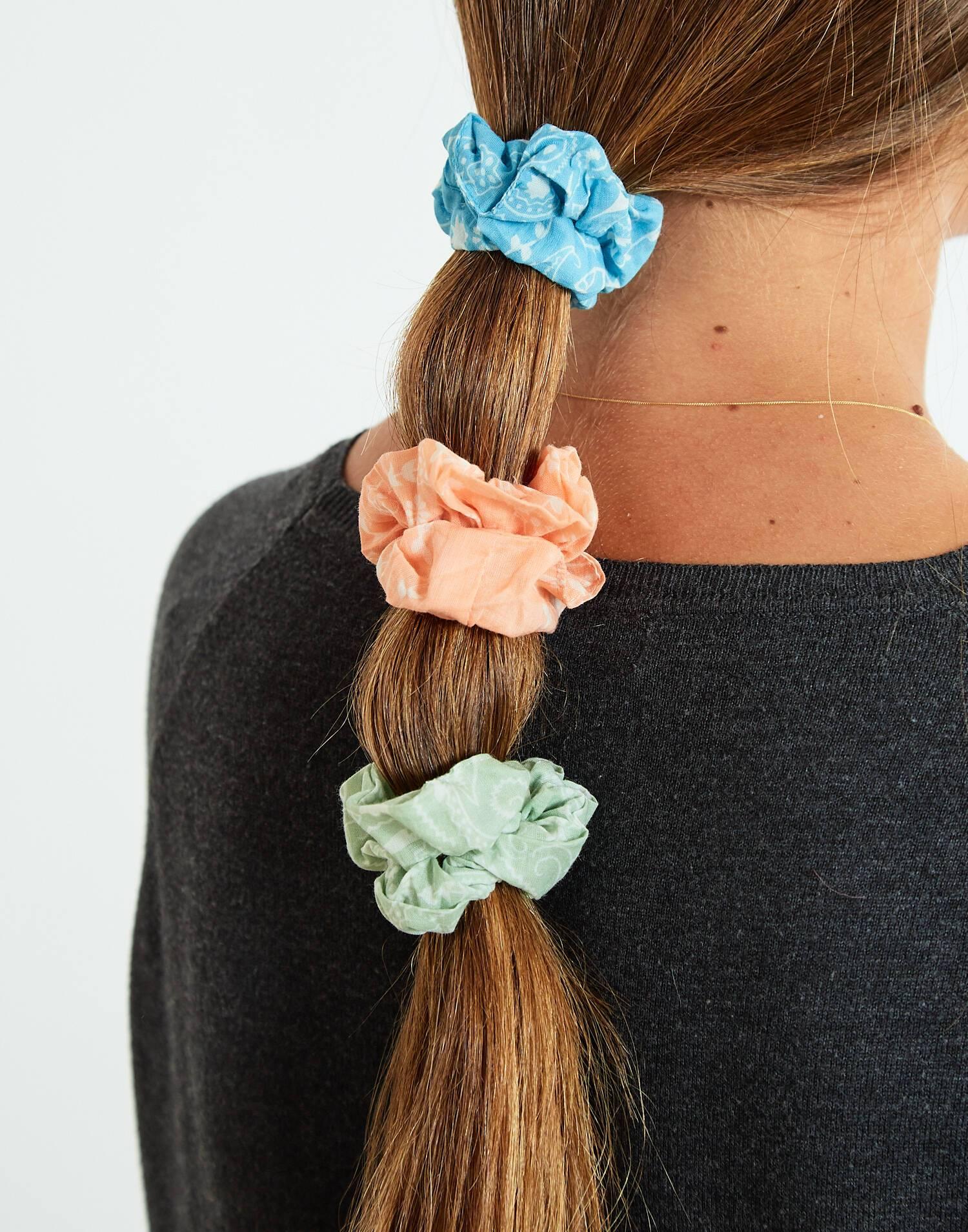 pack 2 fermacoda con foulard