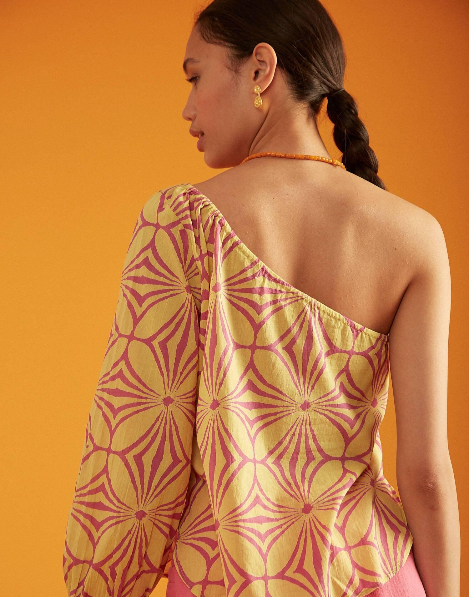 Asymmetric one-shoulder top