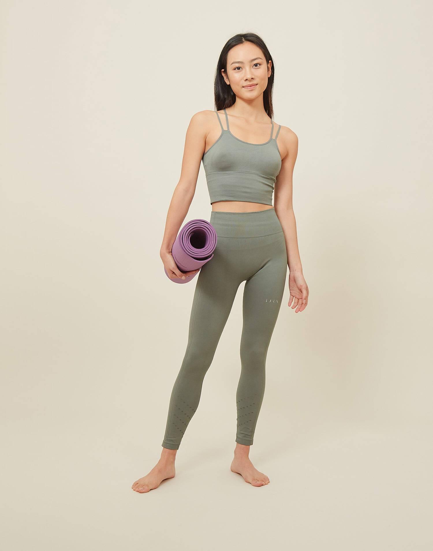 Legging prasarita born living yoga