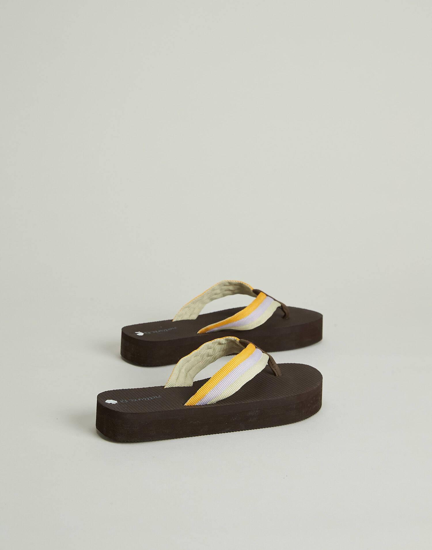 Tricolor strap flip flop