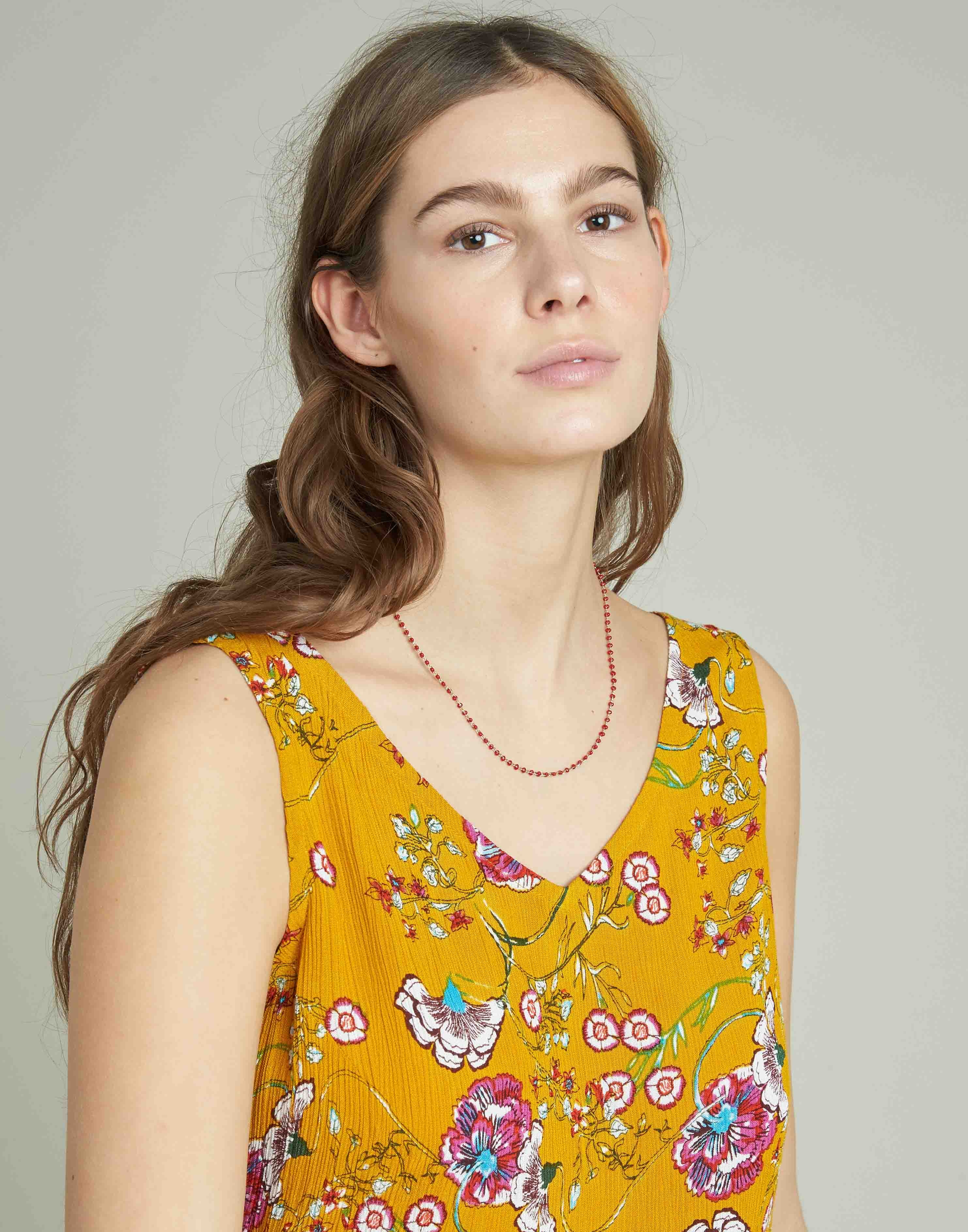 Color beads chain necklace