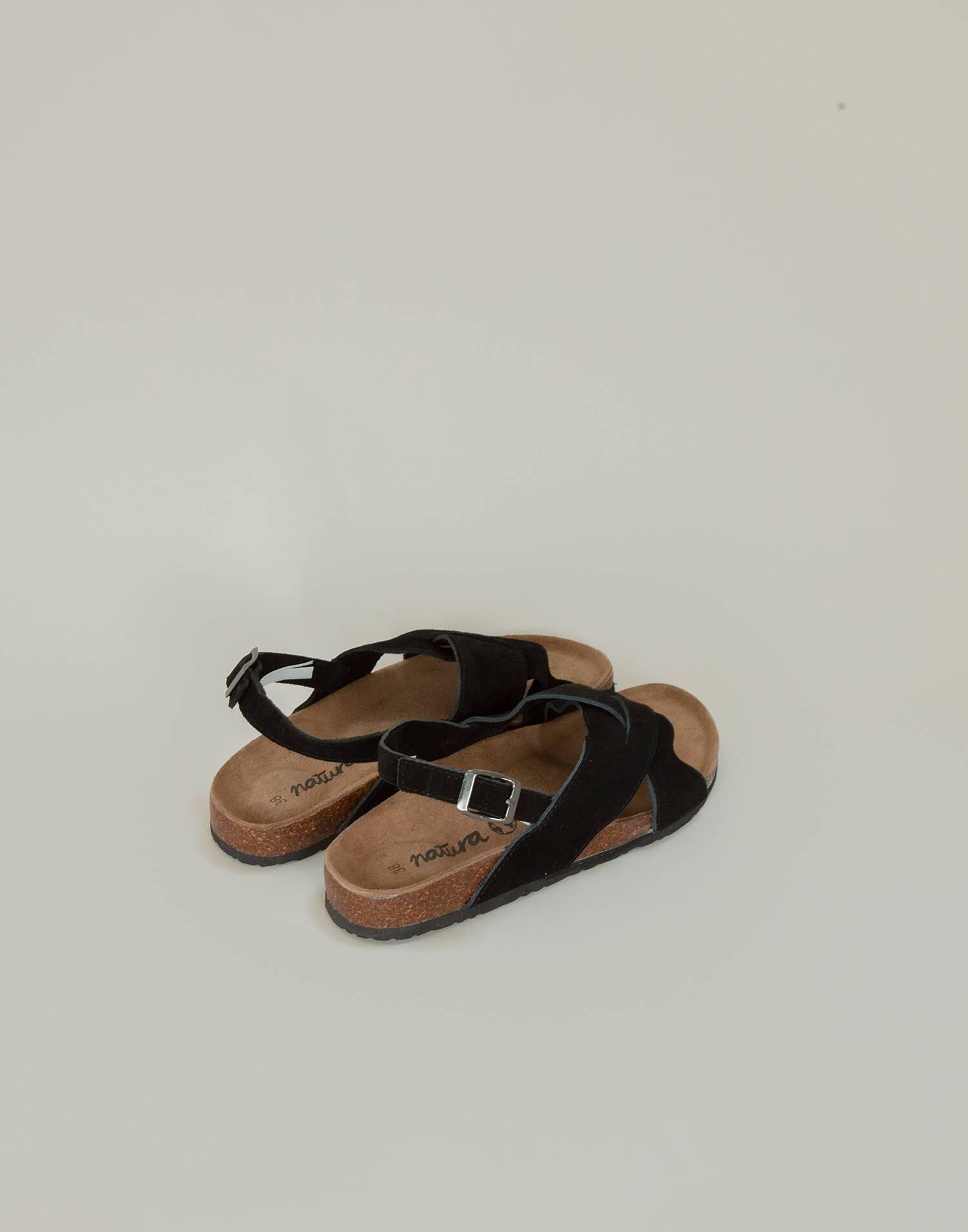 Crossed ergonomic leather sandal