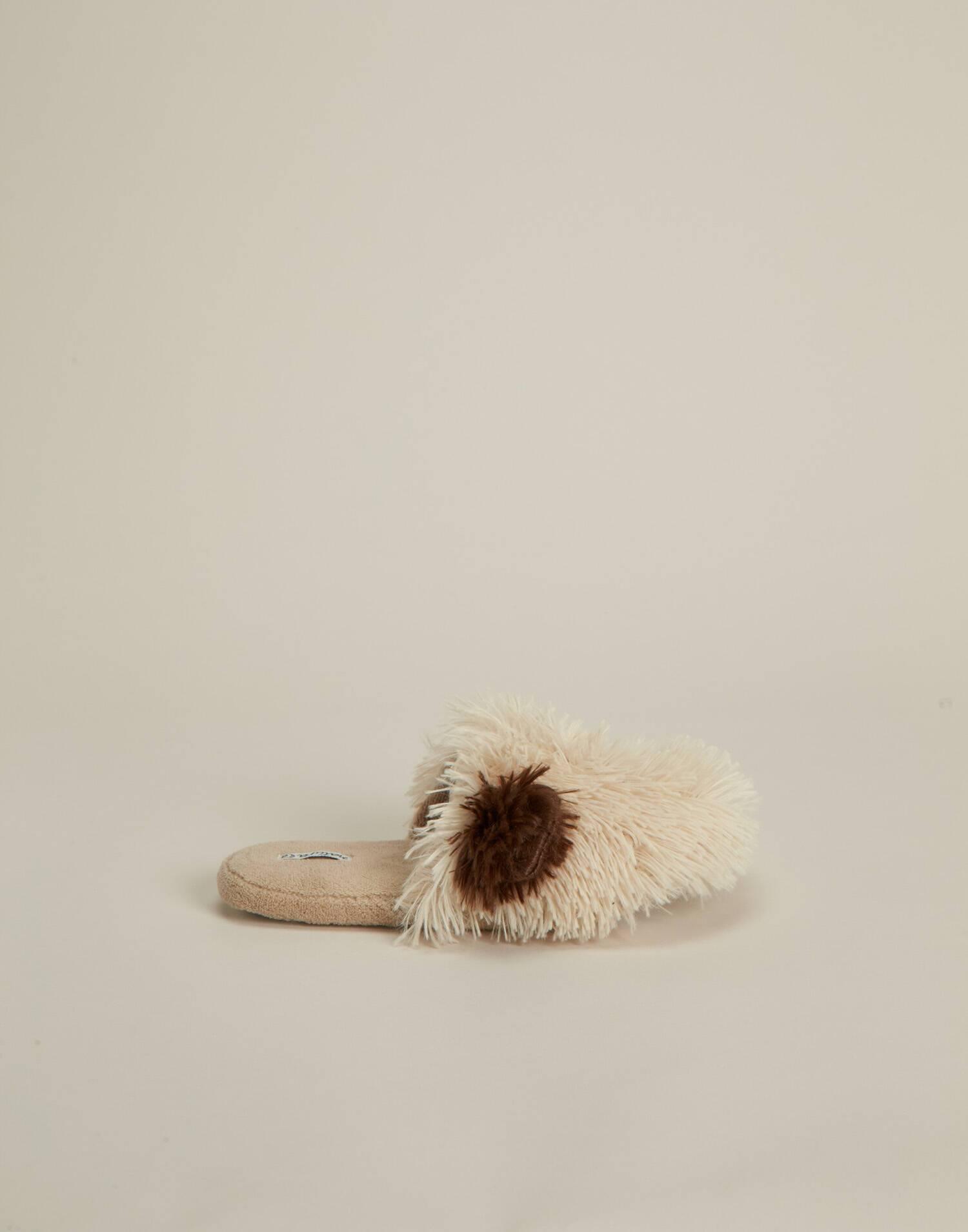 Zapatilla perro peludo