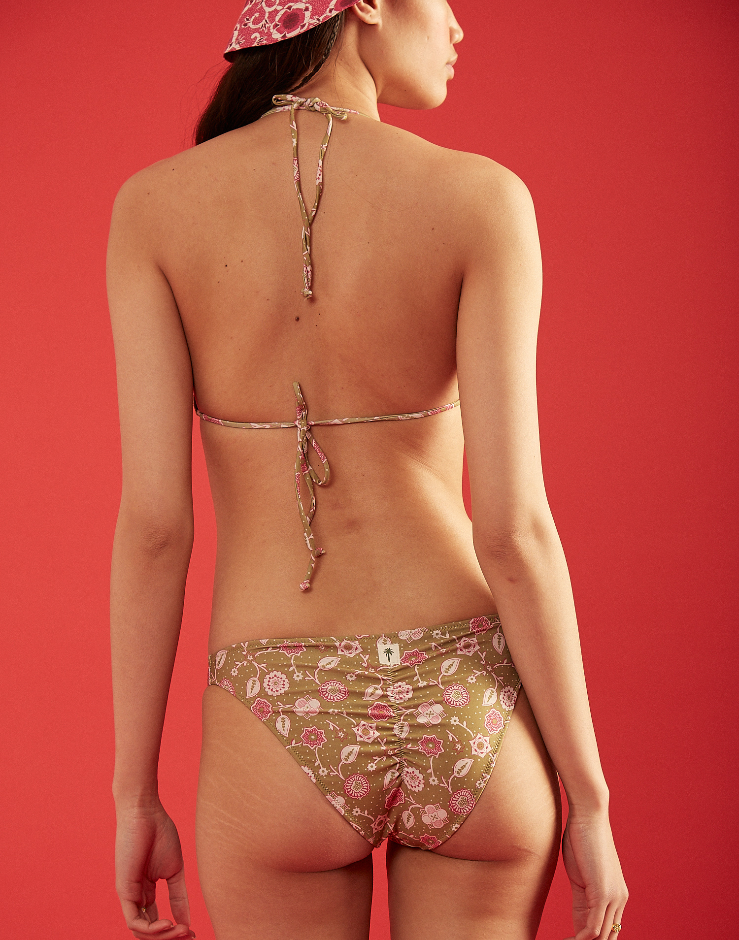 Braga bikini brasileña flor