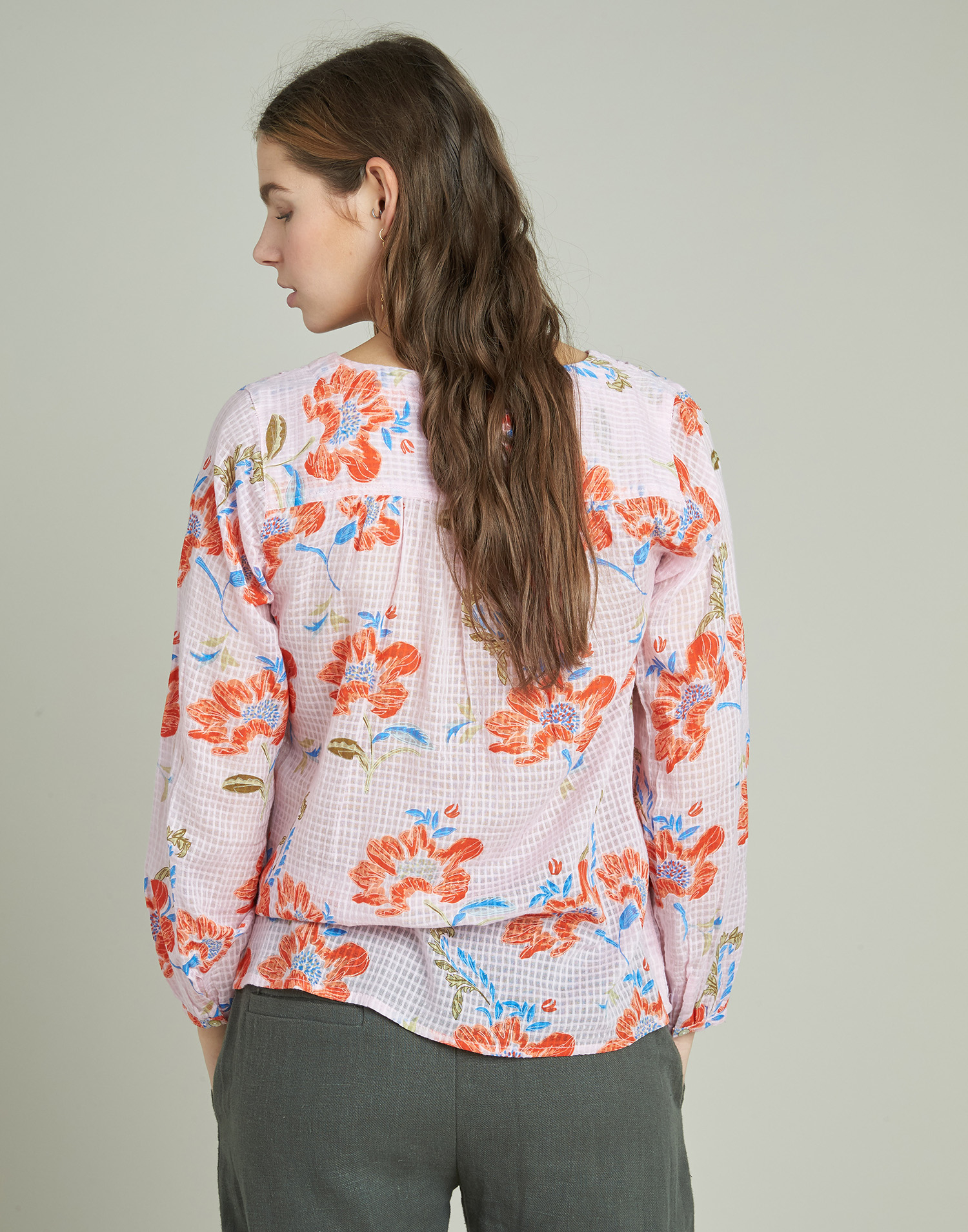 Flowered long-sleeved cotton shirt