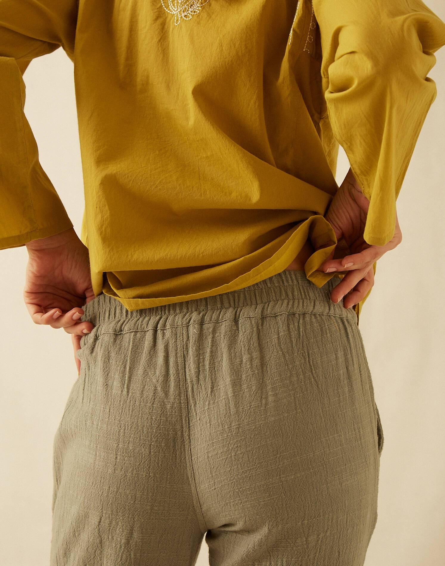 Pantalón bolsillos tejido rústico