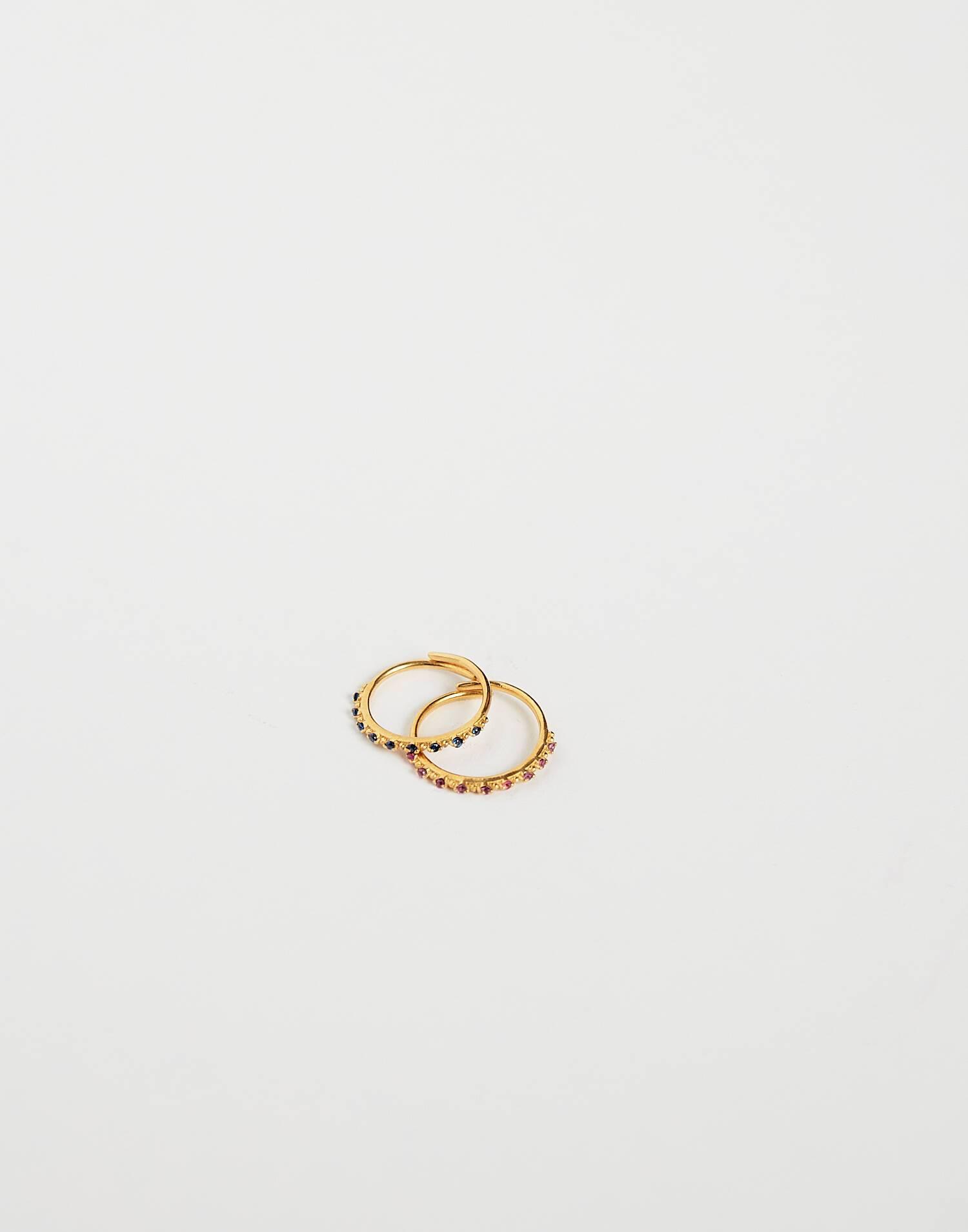 Set mit zwei feinen vergoldeten edelsteinringen