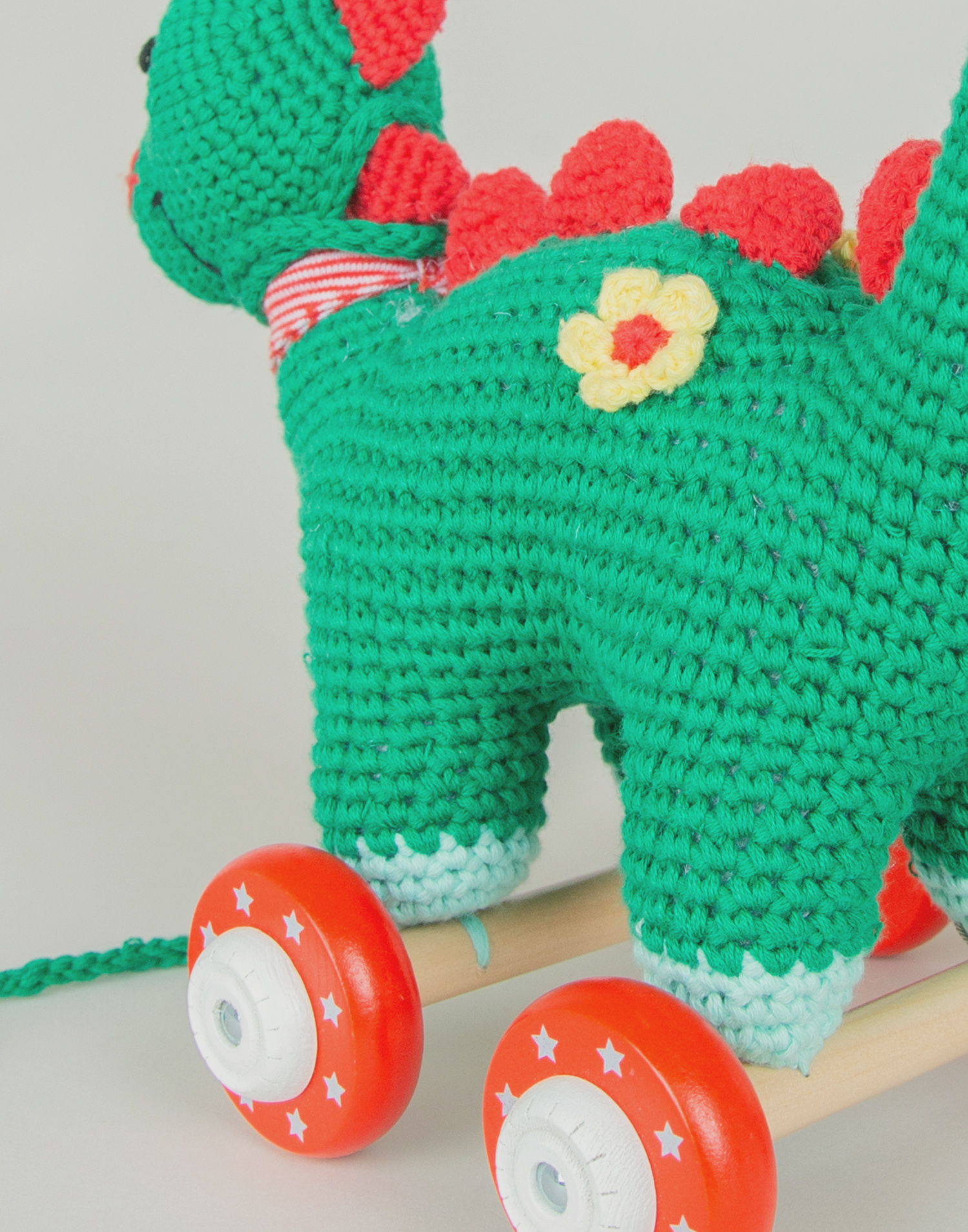 Knitted dinosaur drag toy