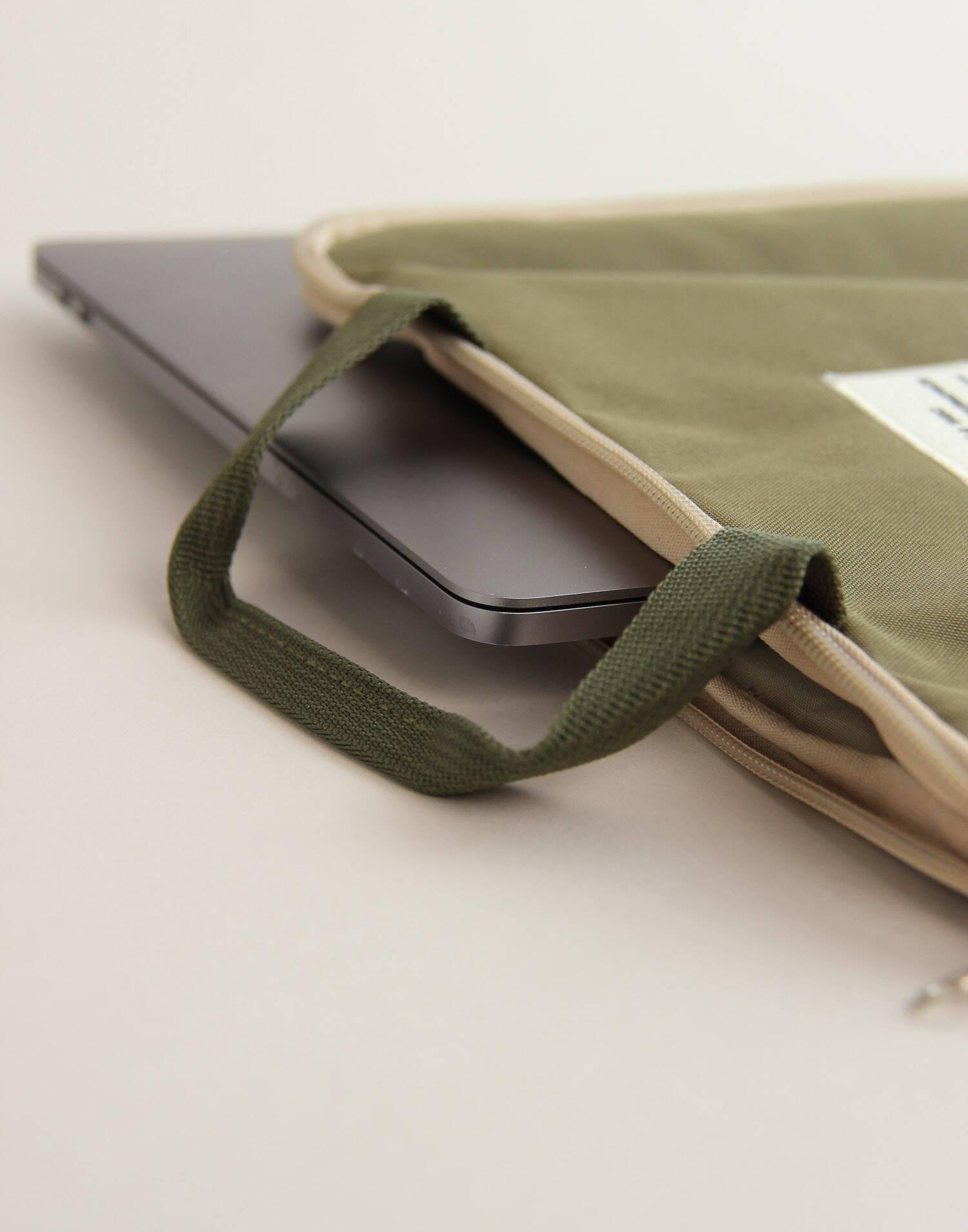 "Handle laptop sleeve 15"""