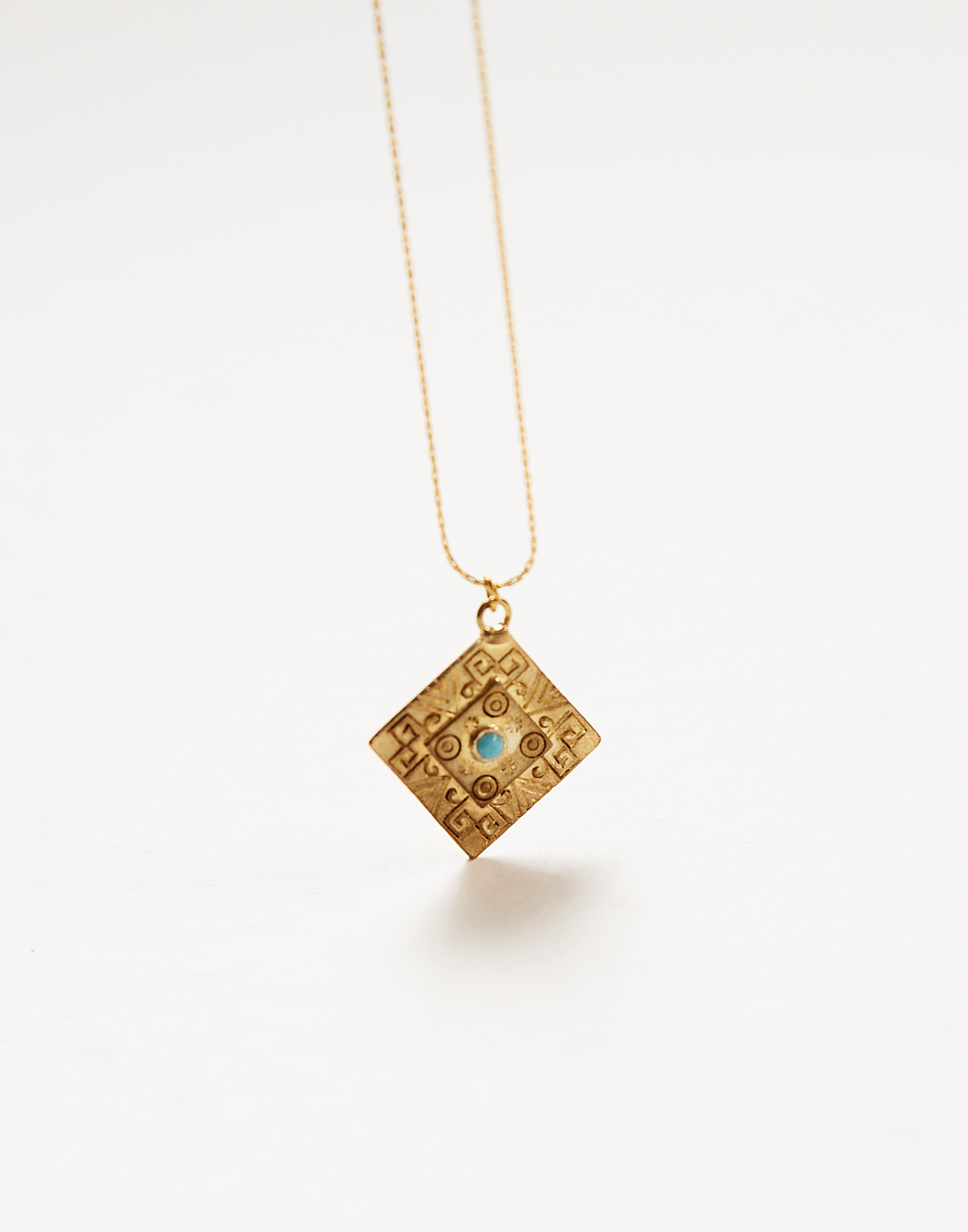Triangular pendant necklace