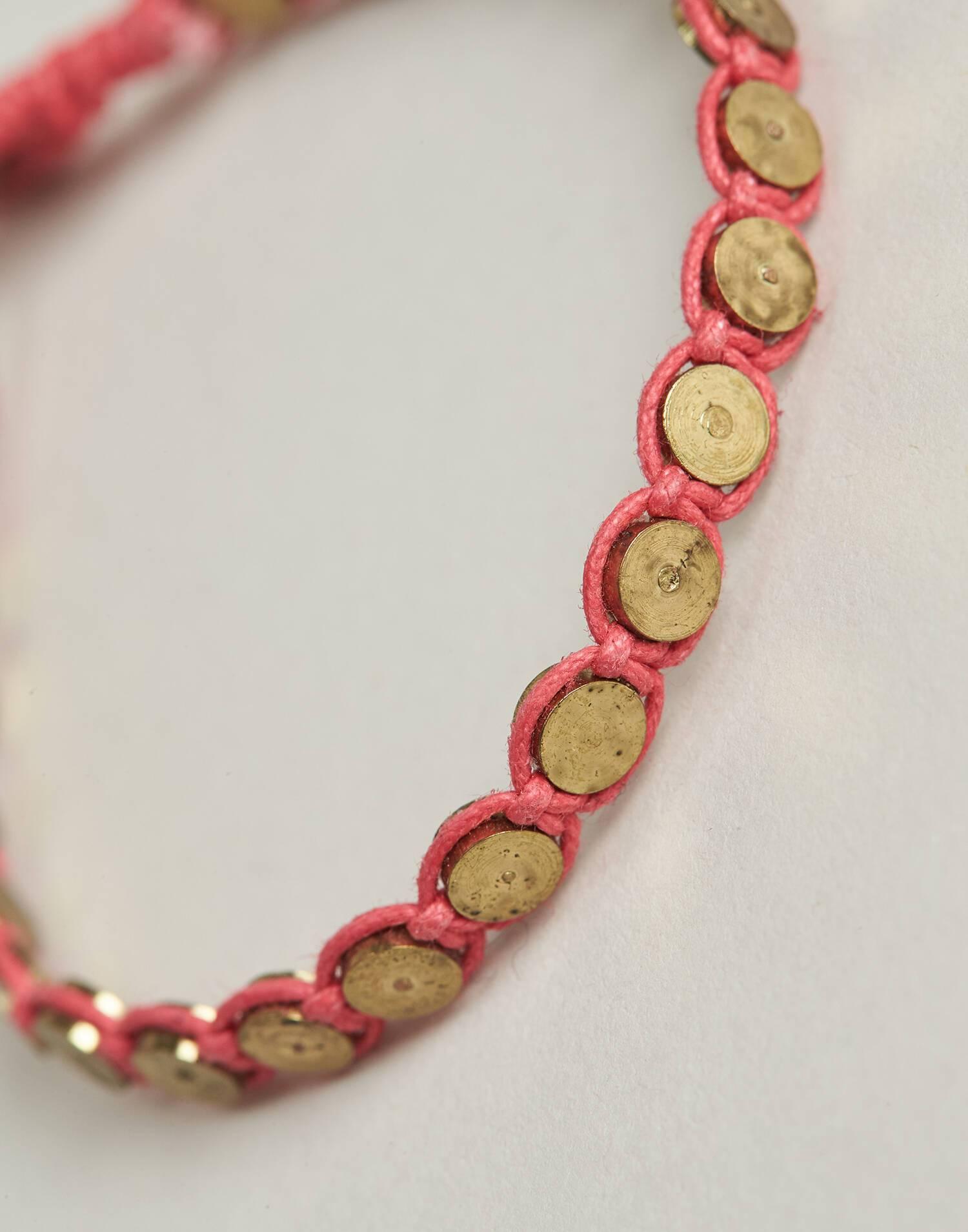 Pulsera hilo medallas metálicas