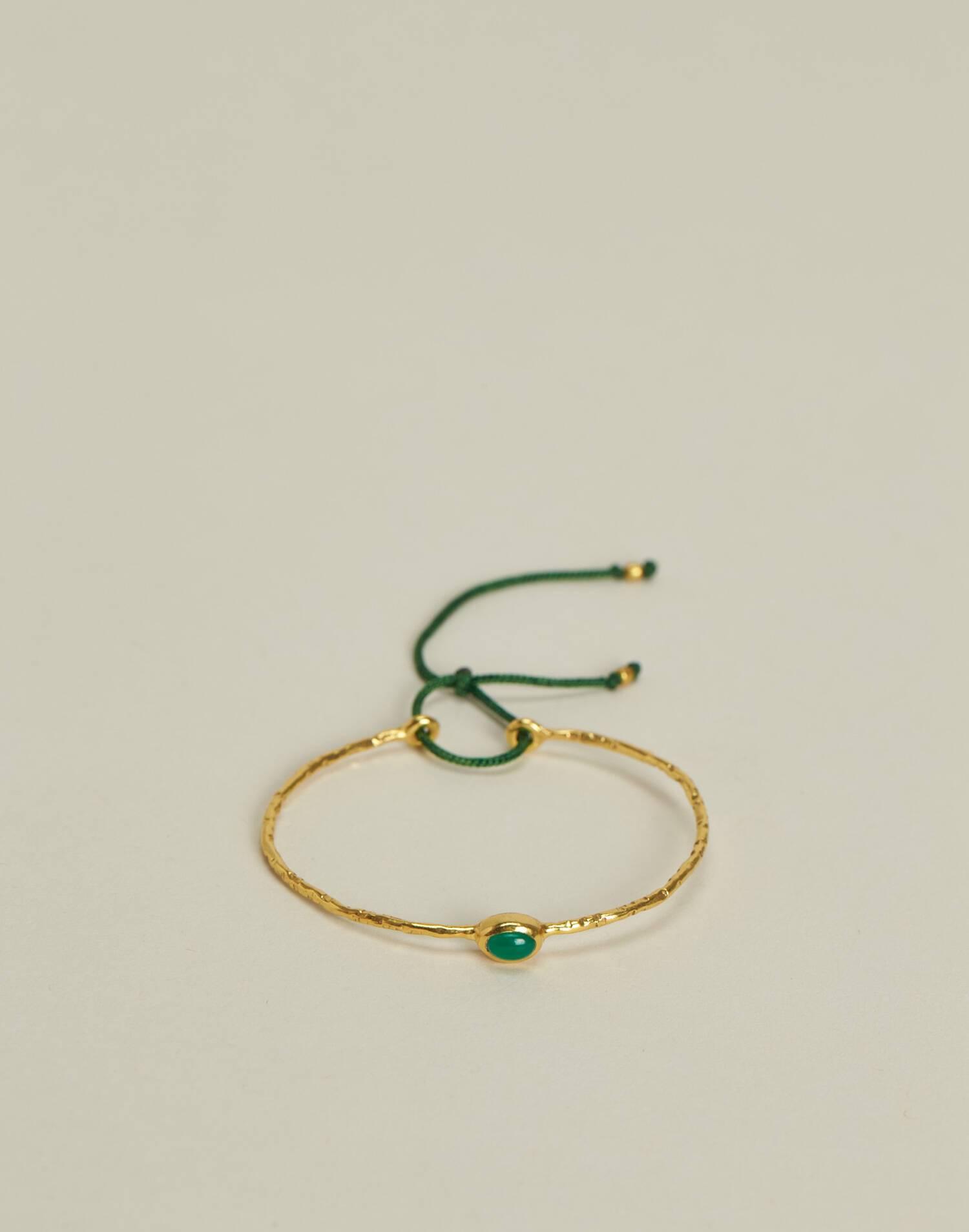Adjustable bracelet with stone