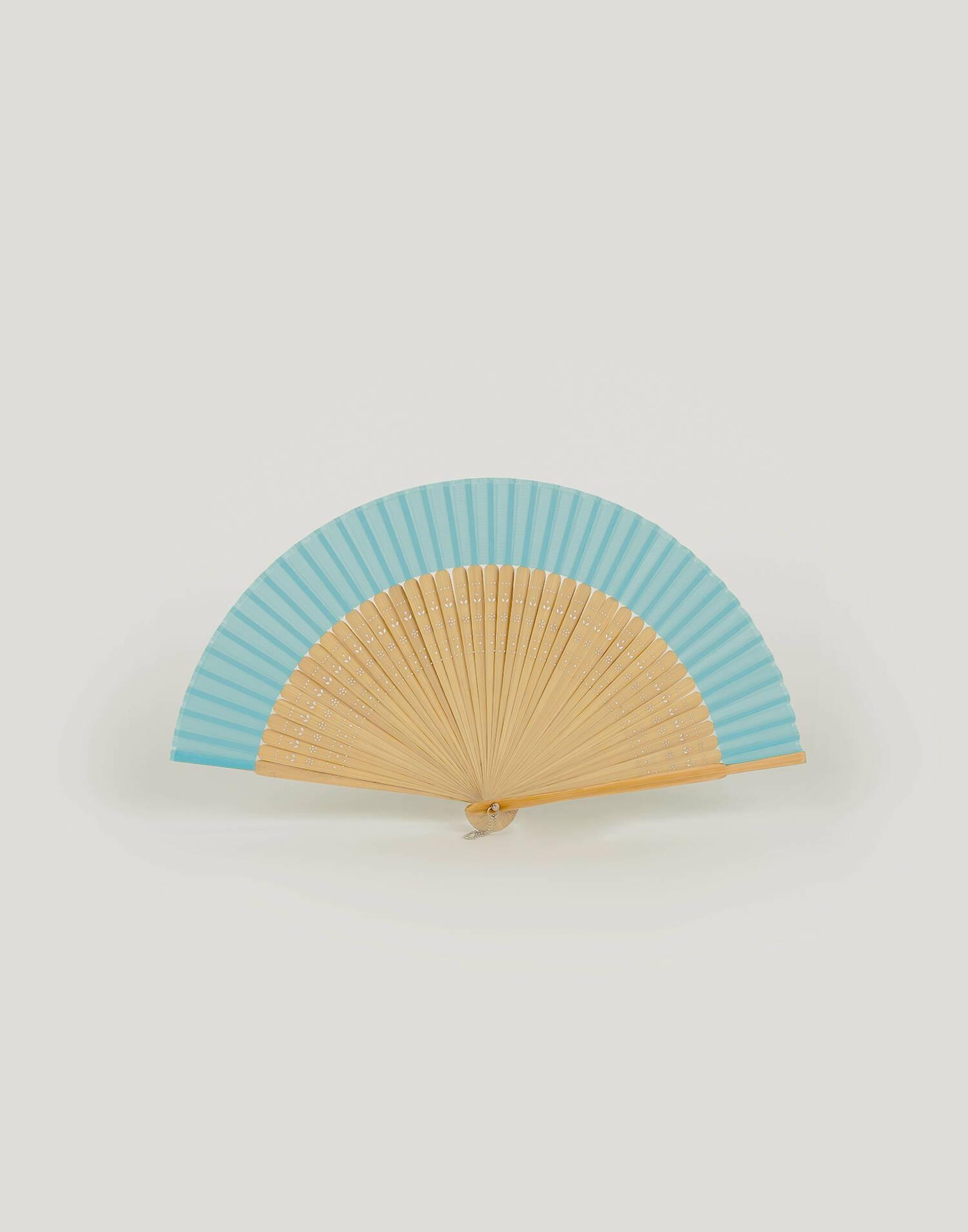 Abanico de bambú