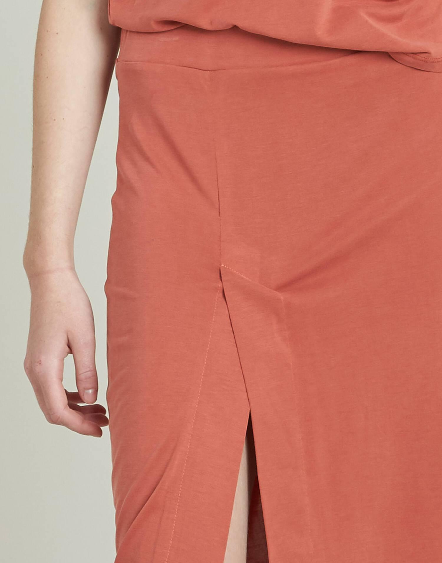 Falda midi lisa corte lateral
