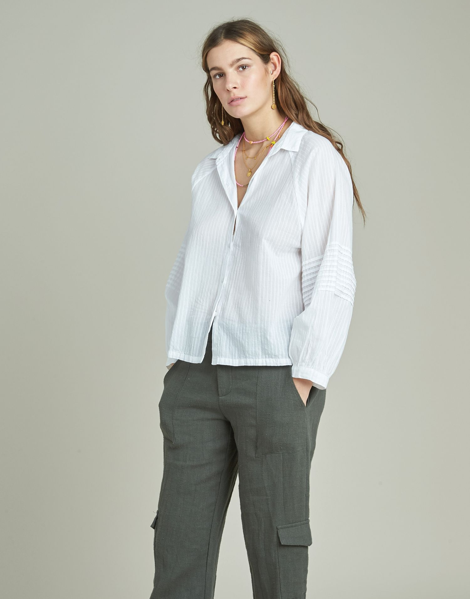 Dobby puffed shirt with pleated sleeves