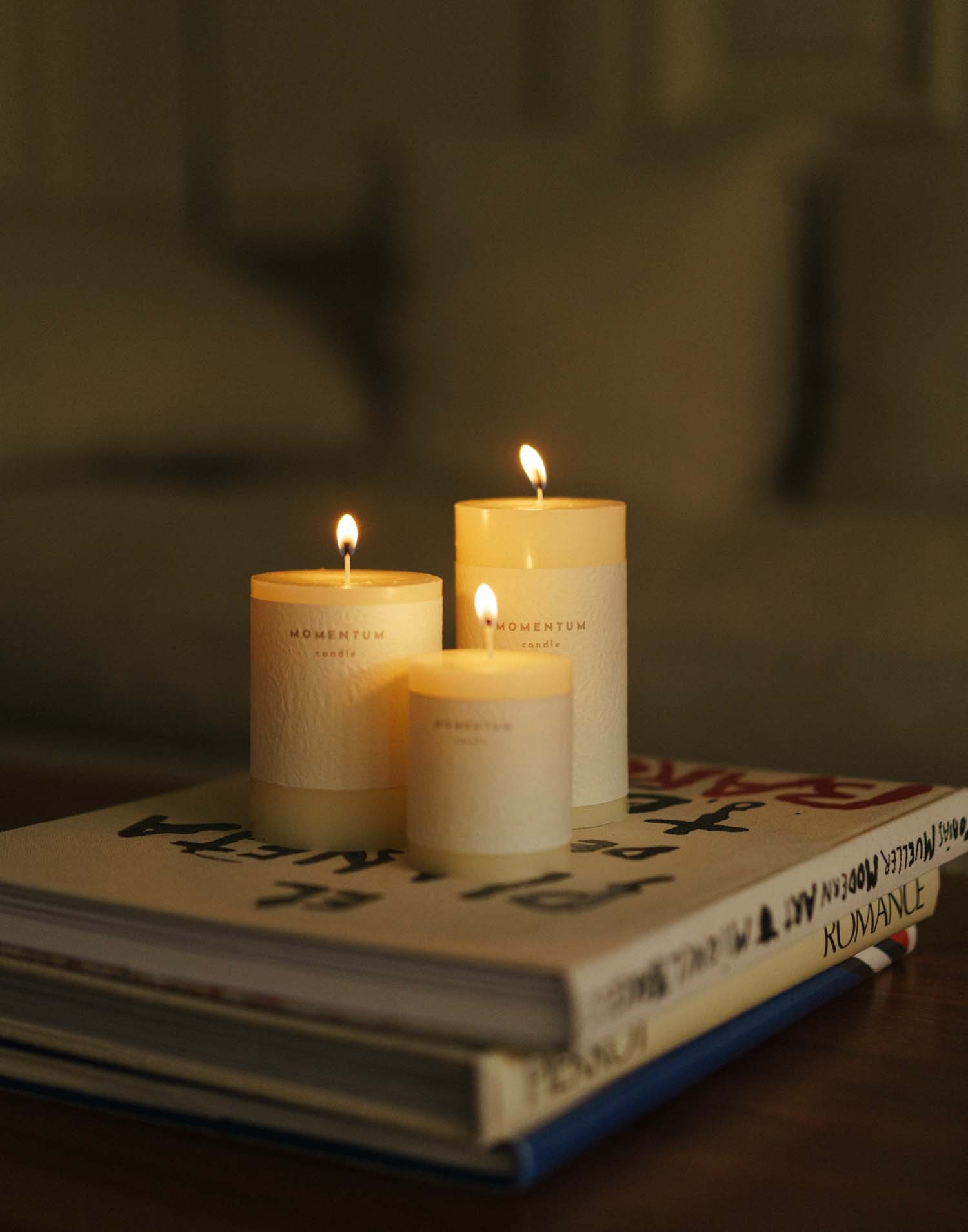 Medium fragrance free candle