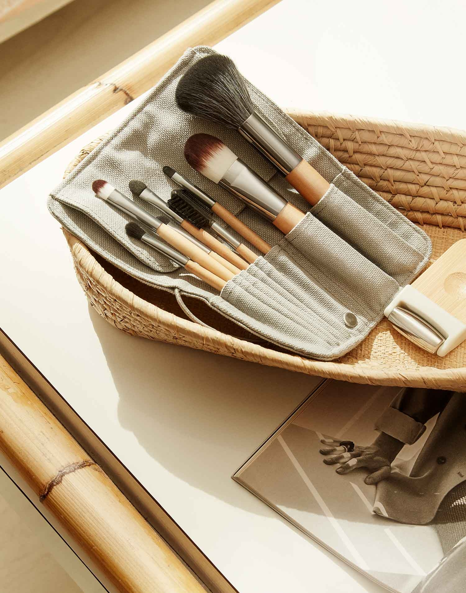 Set of 8 makeup brushes