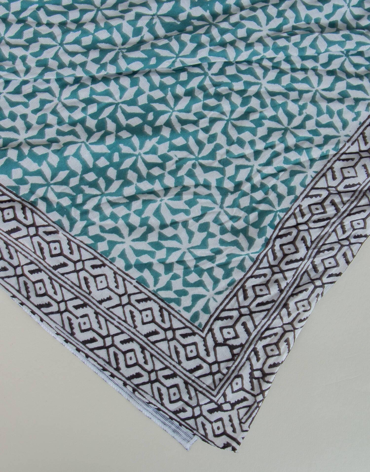 Multipositional headscarf