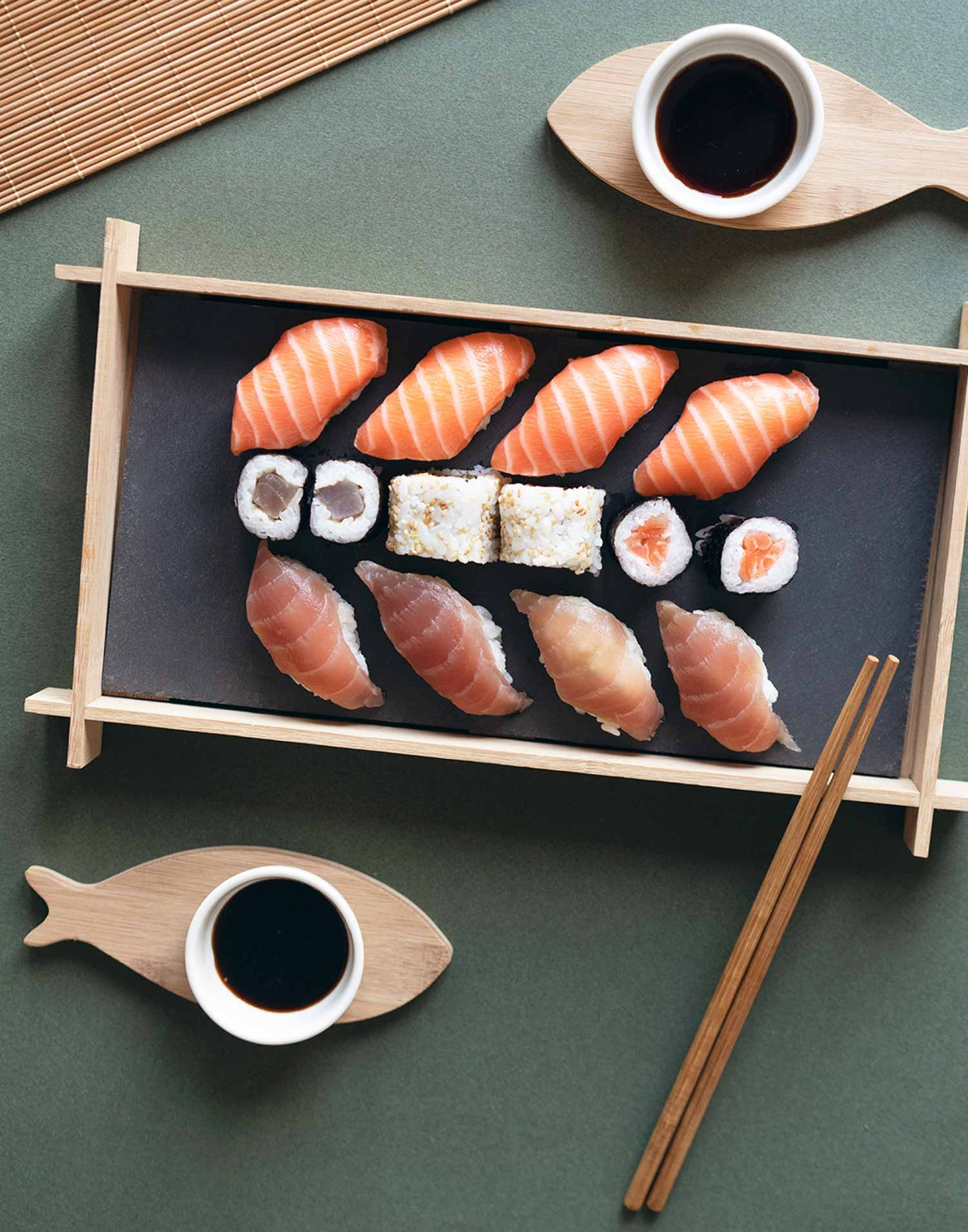 Fish sushi set for 2