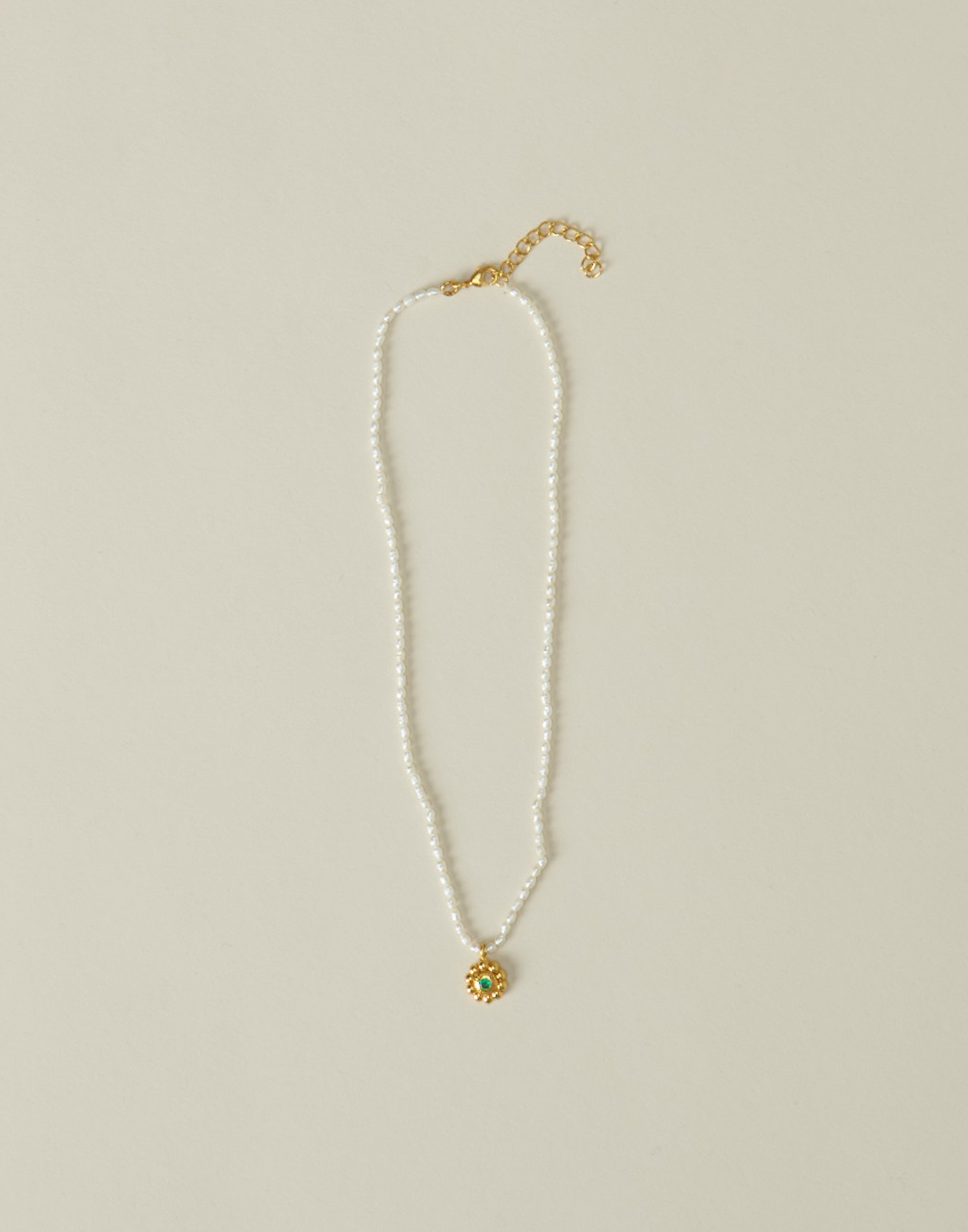 Pearl necklace with gold plated flower pendant