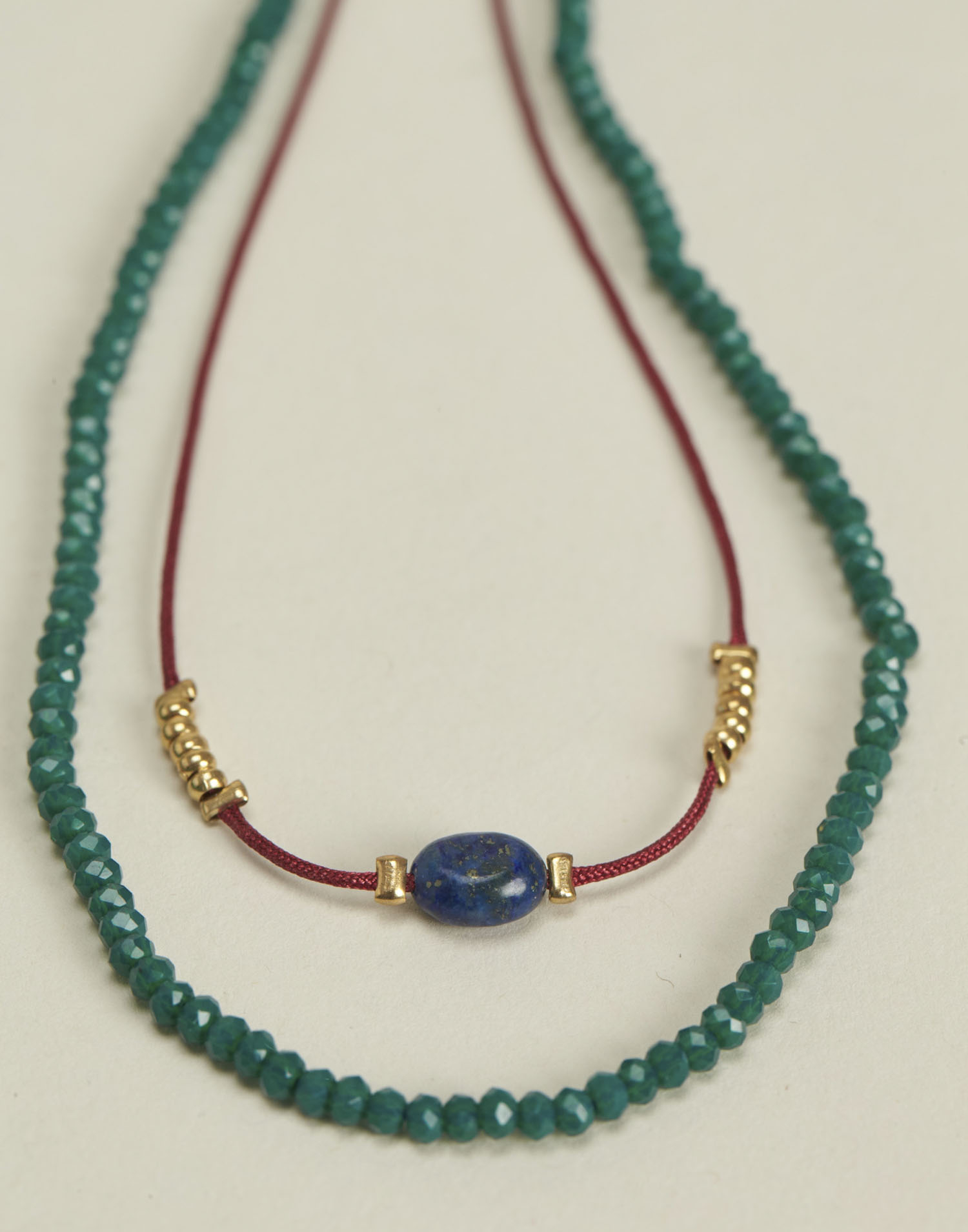 Double beads and thread necklace