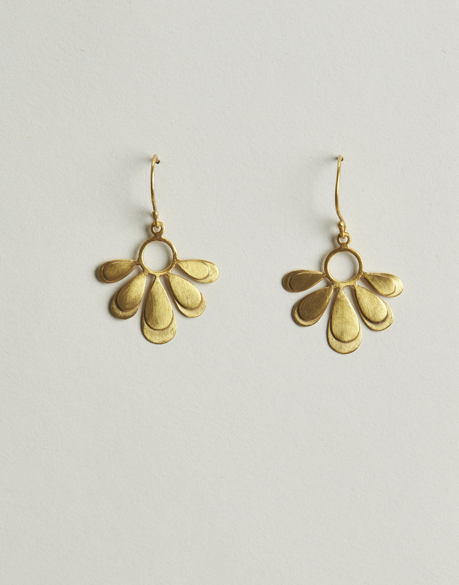 Gilded daisy earrings