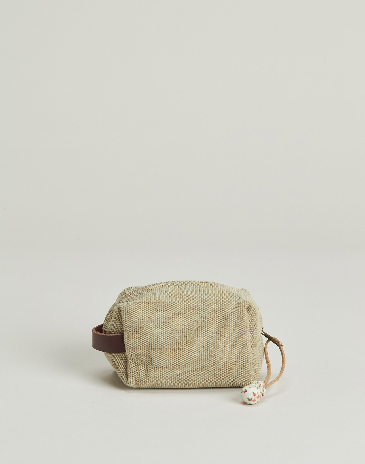 Coin purse with handle
